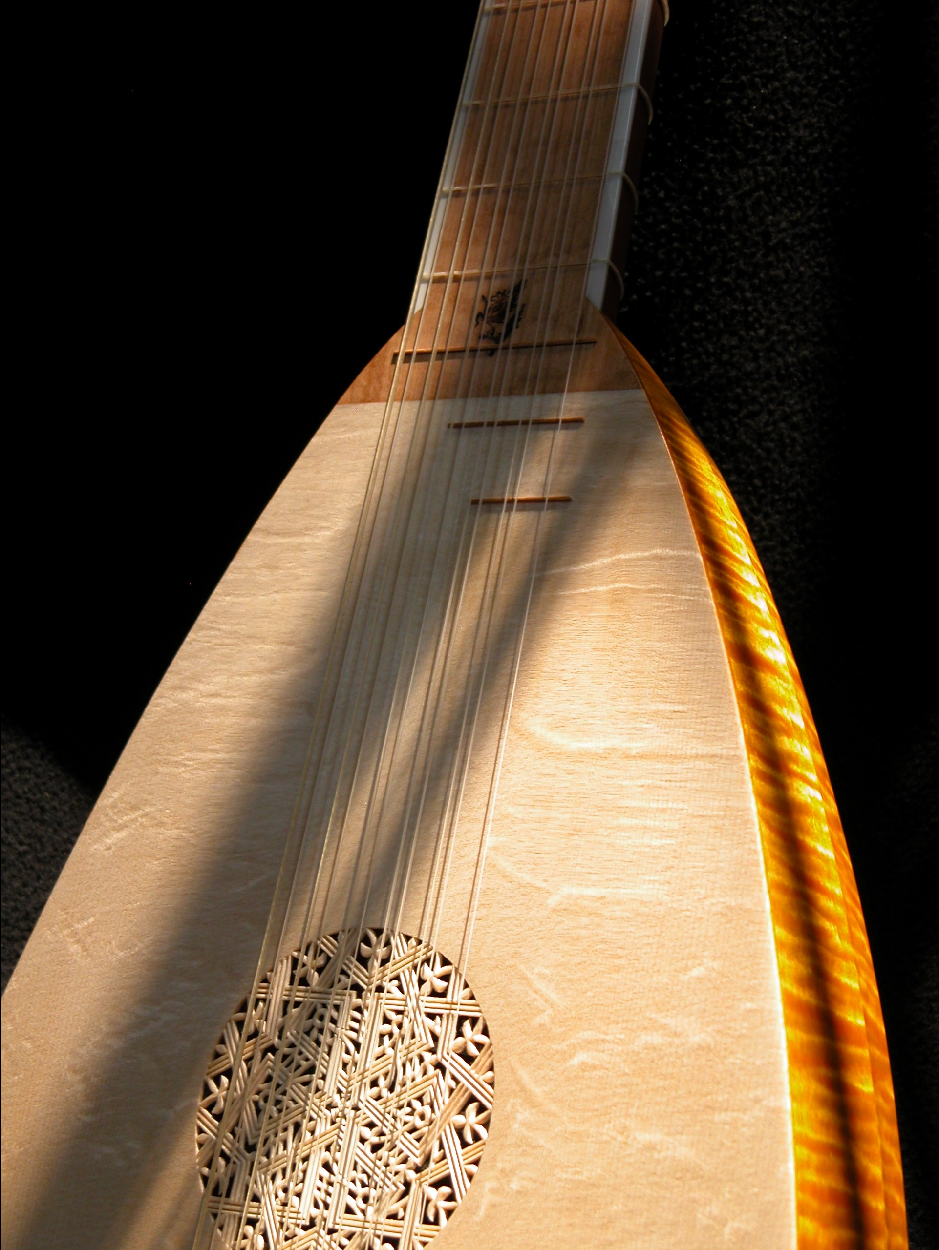 Bass lute modeled after Hans Frei, c. 1520, by Sandi Harris & Stephen Barber